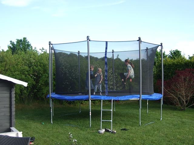 trampolin med børn
